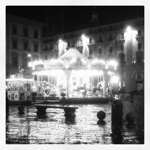 Carousel spinining in the rain during our Italy Trip [blogpost]