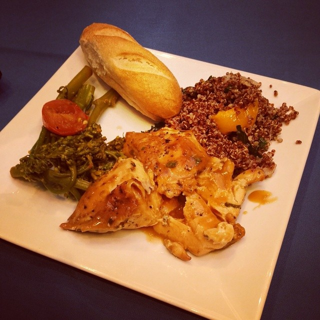 #ASE14 lunch is ready. Awesome and healthy. #noboxlunch chicken, quinoa, broccoli.