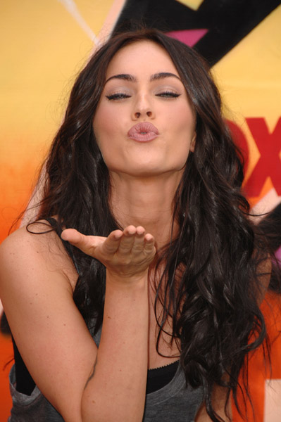 Actress Megan Fox arrives to the 2007 Teen Choice Awards at the Gibson Amphitheater on August 26, 2007 in Universal City, California.